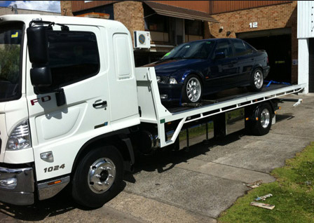 GPS tracking device for car owners towed car